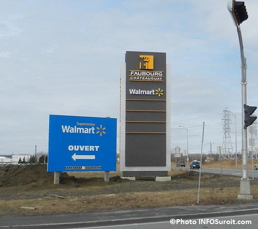 Faubourg-Chateauguay-Walmart-enseigne-pres-autoroute-30-Photo-INFOSuroit_com