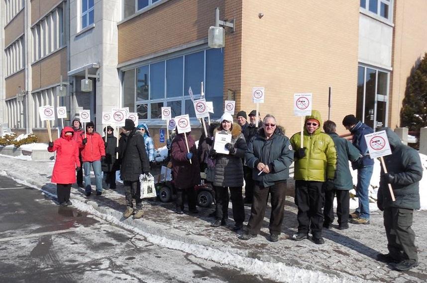 Mobilisation-citoyenne-Valleyfield-contre-compteurs-intelligents-Hydro_Quebec-photo-courtoisie-publiee-par-INFOSuroit_com