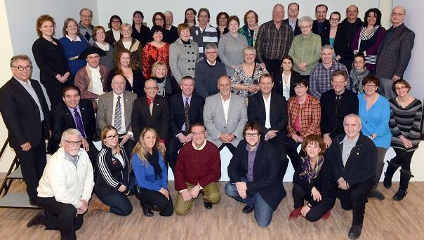 Vaudreuil-Dorion-maire-et-conseillers-avec-organismes-subventionnes-pour-2014-Photo-courtoisie