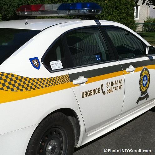 autopatrouille-police-SQ-gyrophare-de-profil-Photo-INFOSuroit_com