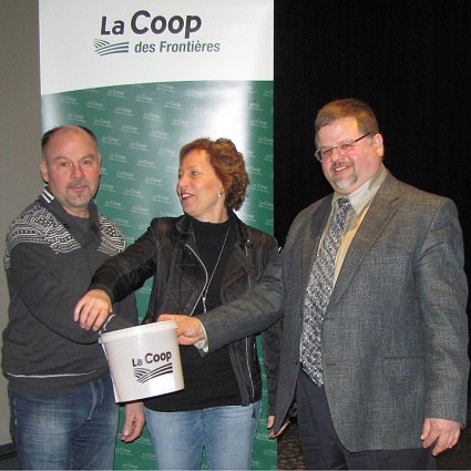 Coop-des-Frontieres-tirage-organisme-bienfaisance-Luc_Isabelle-Celine_Delhaes-et-Jean_Bissonnette
