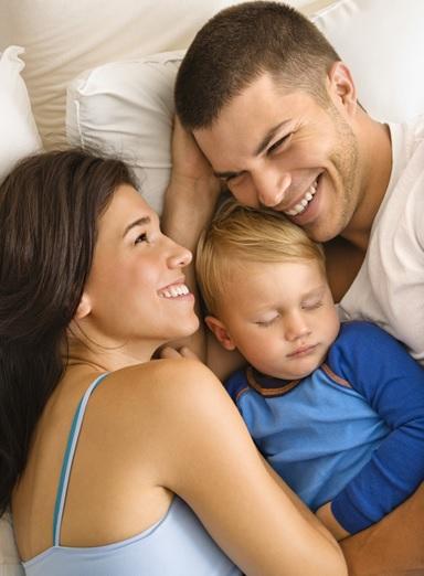Famille-parents-enfant-bebe-image-CPA-publiee-par-INFOSuroit_com