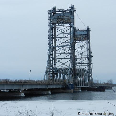 Pont-Larocque-pont-levis-entre-Valleyfield-et-Saint-Stanislas-hiver-Photo-INFOSuroit_com
