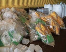 sacs-de-collecte-recuperation-sacs-semences-pesticides-Photo-courtoisie-Coop-des-Frontieres