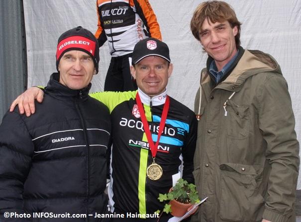 GP-cyclistes-Ste-Martine-Czeslaw_Lukaszewicz-John_Malois-et-le-maire-Eric_Brault-Photo-INFOSuroit_com-Jeannine_Haineault