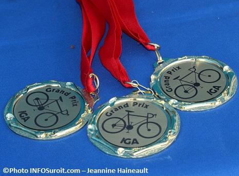 GP-cyclistes-Ste-Martine-Medailles-Photo-INFOSuroit_com-Jeannine_Haineault