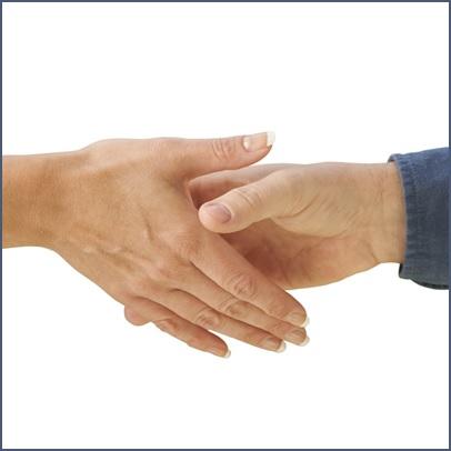 entraide-soutien-poignee-de-mains-Photo-CPA-publiee-par-INFOSuroit_com