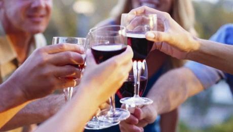 trinquer-cheers-a-votre-sante-coupe-de-vin-Photo-courtoisie-blogue-Regards-de-Haudecoeur