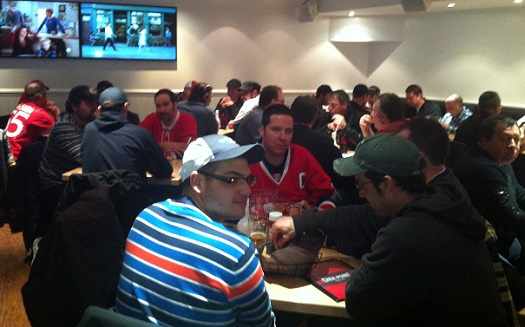 Coop-des-Frontieres-producteurs-au-restaurant-Check-Point-match-de-hockey-Ottawa-Mtl-Photo-courtoisie