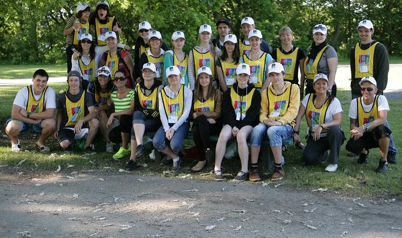 Defi-FRAS-2013-equipe-de-benevoles-Photo-courtoisie-publiee-par-INFOSuroit_com