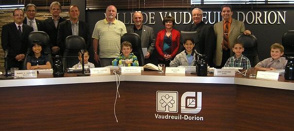 Maire-mairesse-et-conseillers-d-un-jour-avec-elus-Vaudreuil-Dorion-Photo-courtoisie-VD