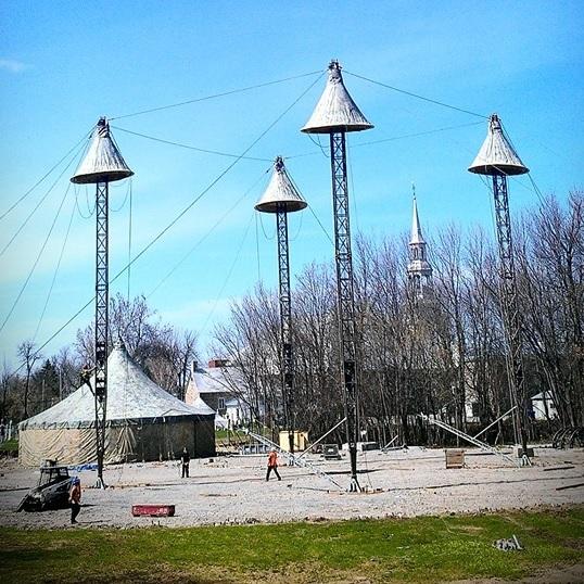 installation-chapiteau-festival-de-cirque-Vaudreuil-Dorion-Photo-Facebook-Chapiteau-Eugene-Chaplin