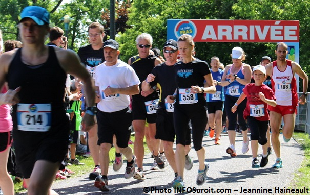 Defi-FRAS-2014-des-coureurs-au-depart-Photo-INFOSuroit_com-Jeannine_Haineault