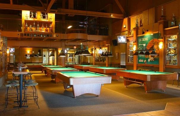 Billard-Bar-Dooly-s-a-Valleyfield-Photo-Tourisme-Suroit-via-site-Web-DollysQuebec