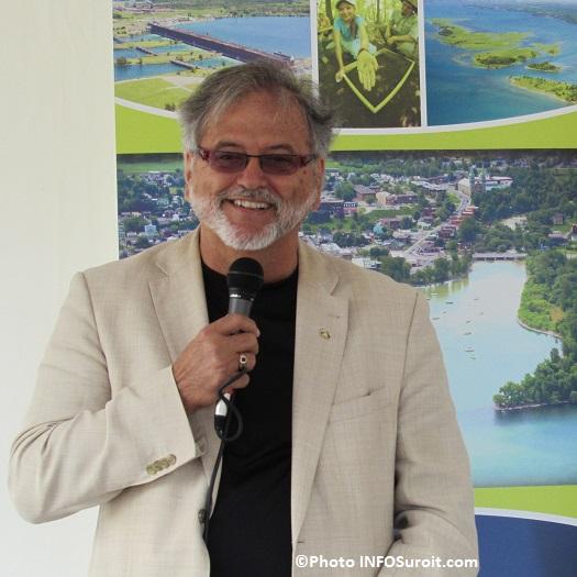 Claude_Haineault-maire-de-Beauharnois-dans-le-parc-industriel-Photo-INFOSuroit_com