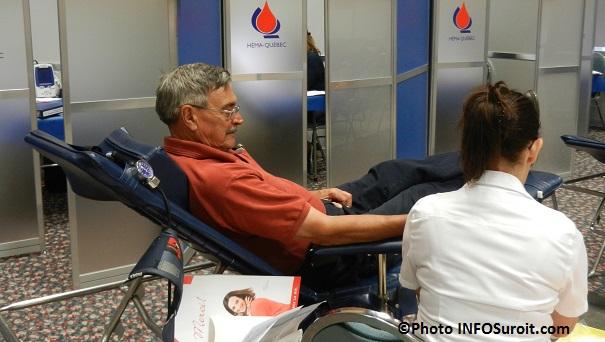 Donneur-de-sang-et-infirmiere-Hema-Quebec-Photo-INFOSuroit_com