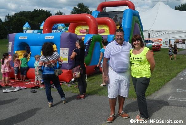 Fete-familiale-Saint-Louis-de-Gonzague-2013-Yves_Daoust-et-Karel-Leduc-Jeux-gonflables-et-chapiteau-Photo-INFOSuroit_com