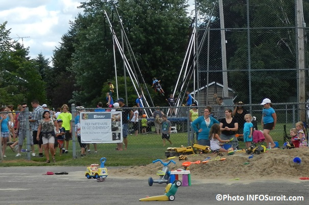 Fete-familiale-Saint-Louis-de-Gonzague-2013-bungee-parc-carre-de-sable-visiteurs-Photo-INFOSuroit_com