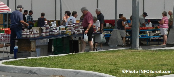 Marche-public-de-Salaberry-de-Valleyfield-kiosque-pommes-epices-fuits-et-legumes-2014-Photo-INFOSuroit_com