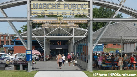Marche-public-de-Salaberry-de-Valleyfield-saison-2014-enseigne-kiosques-visiteurs-Photo-INFOSuroit_com