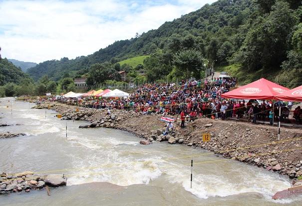 Site-du-festival-panamericain-de-sports-de-canotage-au-Mexique-Photo-page-Facebook-Canotaje-Slalom-Huauchinango-2014