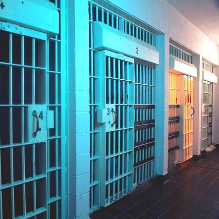 prison-arrestation-barreaux-Photo-CPA-publiee-par-INFOSuroit_com