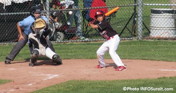 Championnat-canadien-baseball-Petite-Ligue-a-Valleyfield-frappeur-Colombie-Britannique-contre-Alberta-Photo-INFOSuroit_com