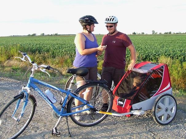 Famille en velo cyclisme a St-Etienne-de-Beauharnois Parc regional de Beauharnois-Salaberry Photo MRC
