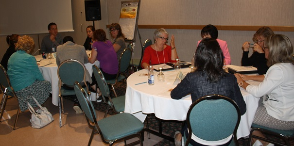 Immigration-et-employabilite-gens-presents-discussions-14-aout-Valleyfield-Photo-courtoisie-CRE-VHSL