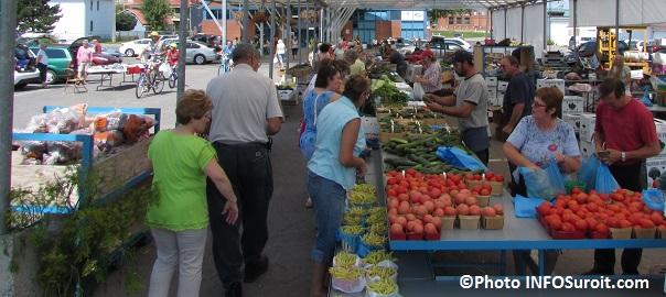 Marche-public-de-Valleyfield-aout-2014-legumes-tomates-clients-Photo-INFOSuroit_com