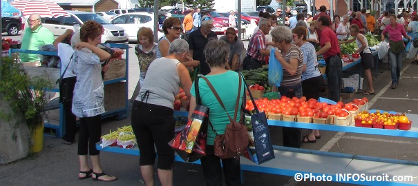 Marche-public-de-Valleyfield-aout-2014-legumes-tomates-visiteurs-Photo-INFOSuroit_com