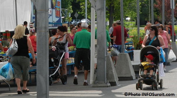 Marche-public-de-Valleyfield-saison-2014-visiteurs-Photo-INFOSuroit_com