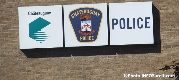Police-Chateauguay-enseigne-devant-poste-rue-Maple-Photo_INFOSuroit_com