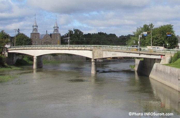 Pont-Arthur-Laberge-riviere-Chateauguay-et-eglise-St-Joachim-Photo-INFOSuroit_com