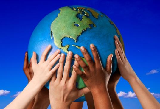 Terre-main-immigration-immigrant-ensemble-image-CPA-publiee-par-INFOSuroit_com