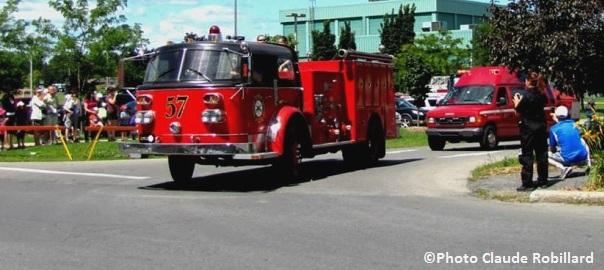 journee-des-pompiers-Pincourt-defile-camions-Photo-Claude_Robillard-courtoisie-Pincourt