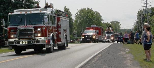 journee-pompiers-Pincourt-defile-camions-incendie-Photo-courtoisie-Pincourt