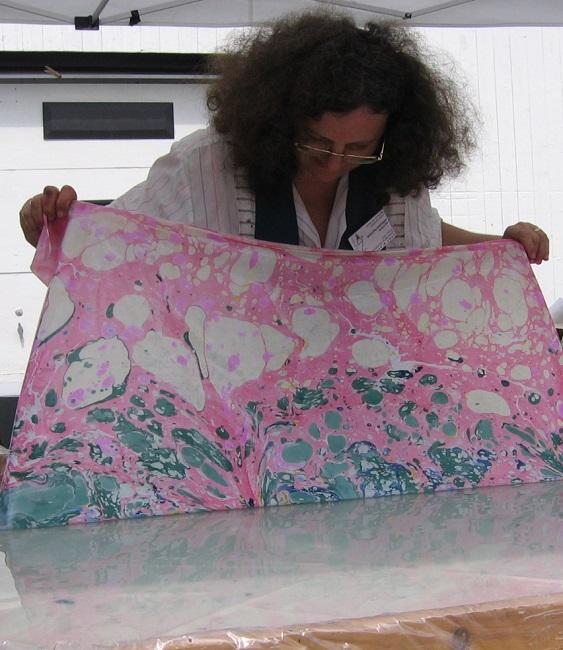 Artiste-Lucie_Lapierre-marbrure-photo-courtoisie-publiee-par-INFOSuroit_com
