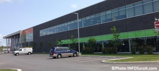 Centre-Multisports-de-Vaudreuil-Dorion-facade-en-juillet-Photo-INFOSuroit_com