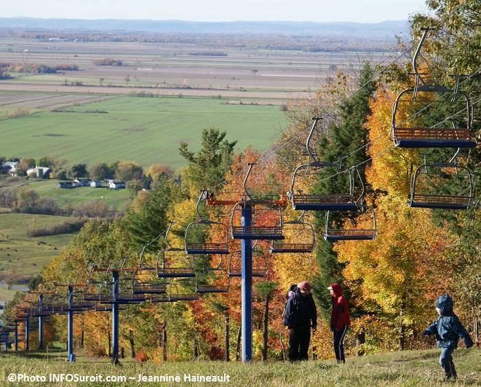 Couleurs-automne-arbres-famille-mont-Rigaud-Photo-INFOSuroit-Jeannine_Haineault
