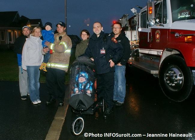 Grande-Evacuation-2012-avec-familles-et-pompiers-de-Salaberry-de-Valleyfield-Photo-INFOSuroit-com_Jeannine-Haineault