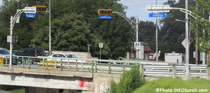 Pont Arthur-Laberge feux de circulation rues Principale D_Anjou et Salaberry Photo INFOSuroit_com