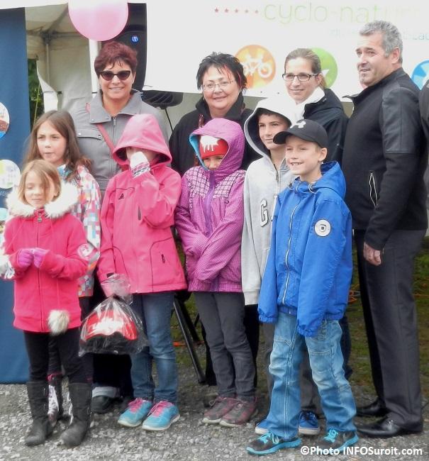 maire GillesDagenais avec Mme Huot et eleves Ecole Montpetit Photo INFOSuroit_com
