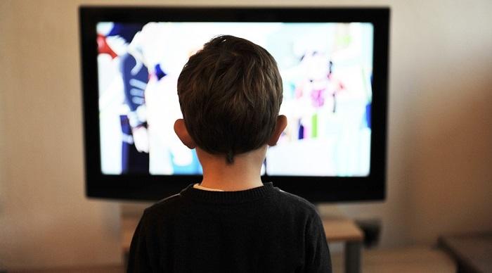 television enfant Photo Pixabay CC0 Domain