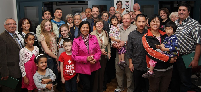 Depute Jamie_Nicholls et nouveaux citoyens canadiens de la MRC de Vaudreuil-Soulanges Photo courtoisie