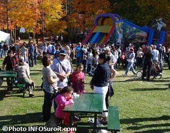 Festival des couleurs de Rigaud 2013 visiteurs et jeux gonflables Photo INFOSuroit_com