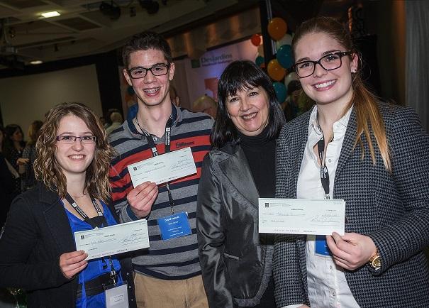 quatre des laureats au concours de bourses etudiantes 2013-2014 de Desjardins VS Photo courtoisie
