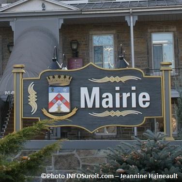Hotel_de_Ville_Chateauguay_Photo-INFOSuroit.com-Jeannine-Haineau
