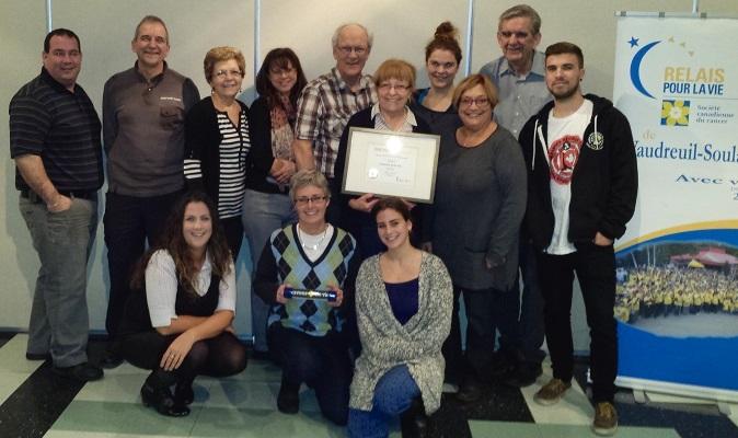 Relais pour la vie Vaudreuil-Soulanges remise certificat Photo courtoisie SCC