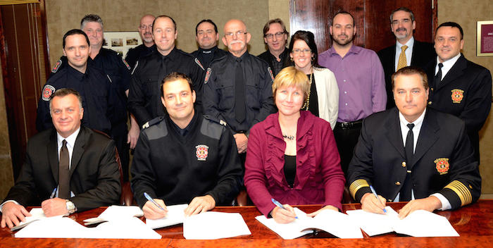 Chateauguay signature nouvelle convention avec pompiers Photo Division des communications